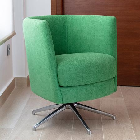 Peque Swivel Chair from Fama